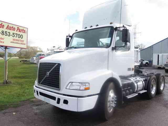 Volvo VE (2007) : Daycab Semi Trucks