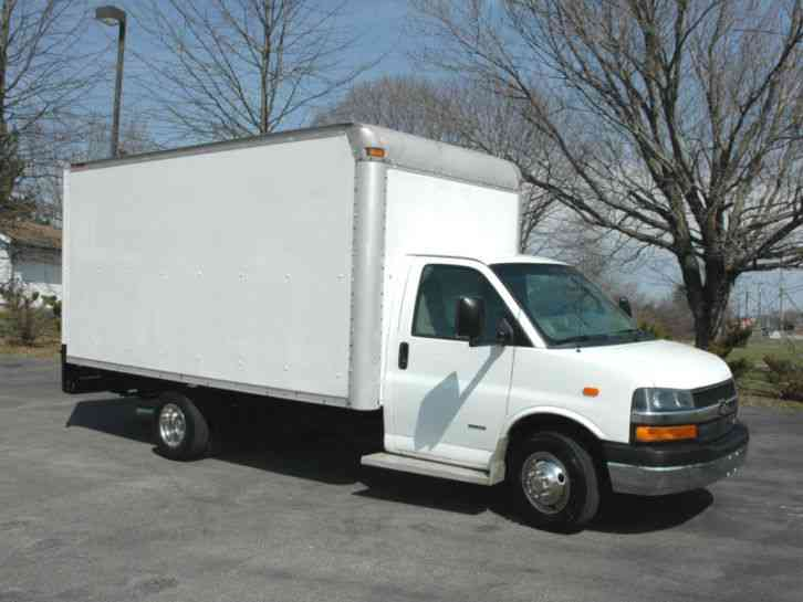 Chevrolet 15 FT BOX, RAMP (2008)