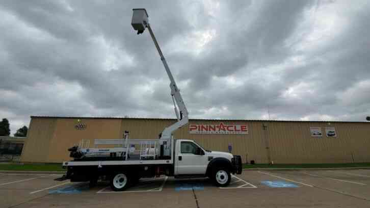 Ford Super Duty F-550 BUCKET TRUCK (2008)