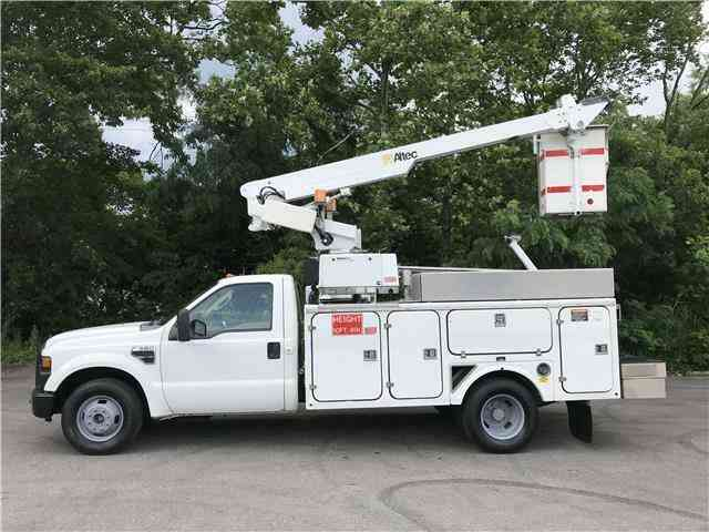 Ford Super Duty F-350 DRW ONAN Altec 35ft Bucket Truck (2008)