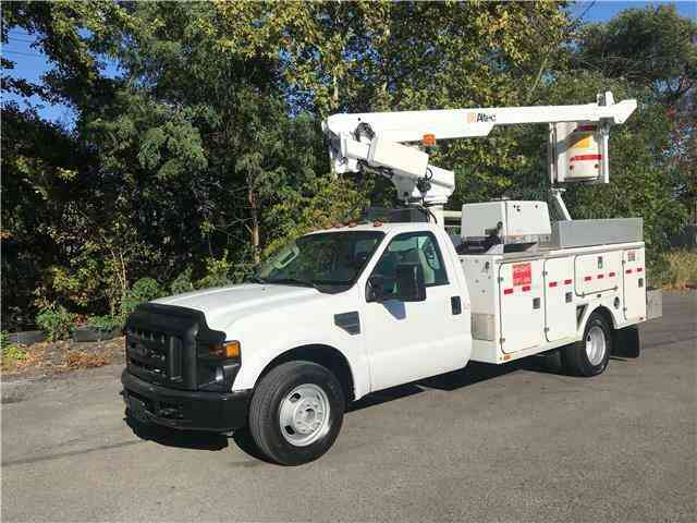 Ford Super Duty F-350 DRW ONAN ALTEC 35ft Bucket Truck Only 73k (2008)
