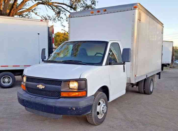 Chevrolet G3500 Cab Chassis Box Truck Cutaway White (2008)