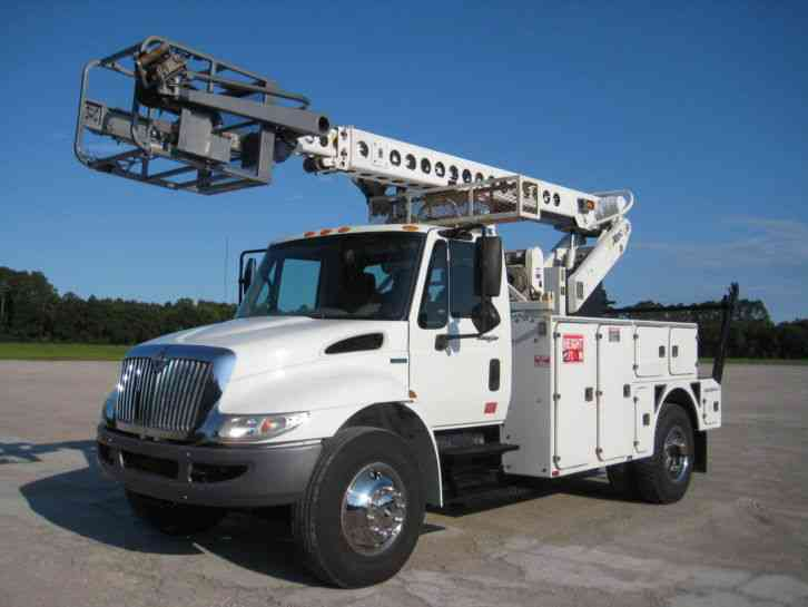 International 4300 2008 Bucket Boom Trucks