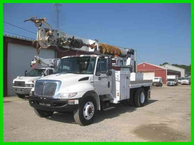 INTERNATIONAL 4300 DT466 6 SPEED MANUAL WITH ALTEC DM47-TR DIGGER DERRICK (2008)