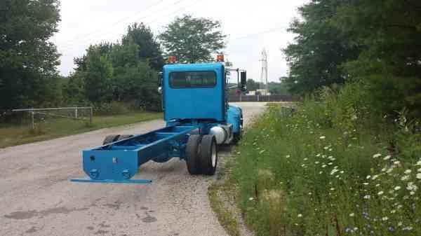 Freightliner Trucks For Sale >> Peterbilt 325 (2008) : Medium Trucks