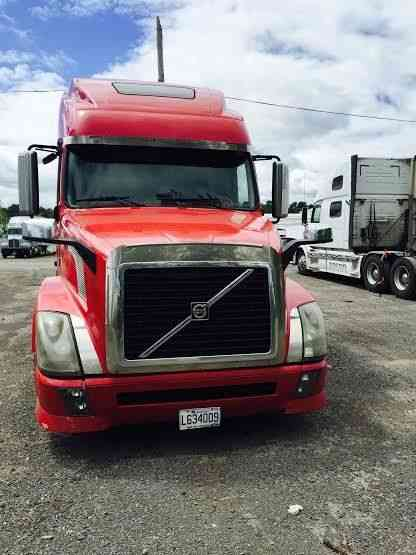 Volvo 780 (2008) : Sleeper Semi Trucks