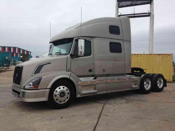 Volvo 780 2008 Sleeper Semi Trucks