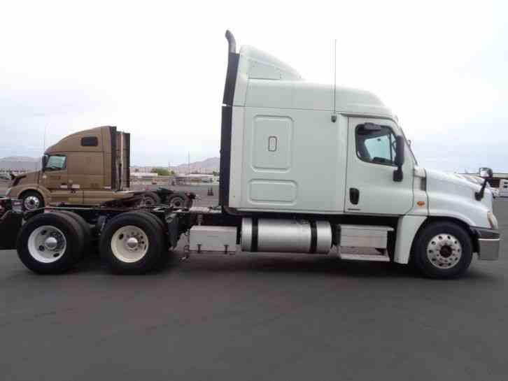 Freightliner Cascadia  2009    Sleeper Semi Trucks
