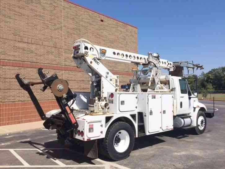 International 4300 2009 Bucket Boom Trucks
