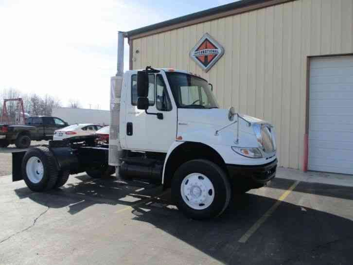 INTERNATIONAL 4400 SBA -- (2009)