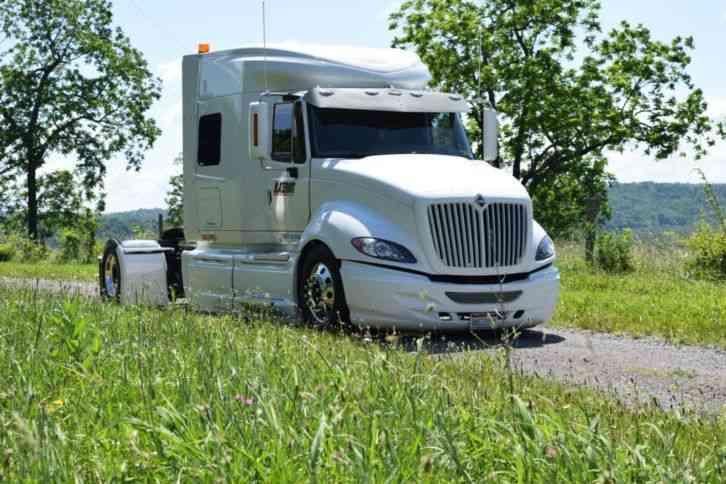 International Prostar 2009 Sleeper Semi Trucks