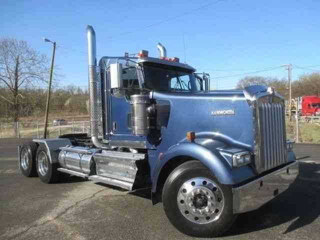 Kenworth W900 2009 Sleeper Semi Trucks