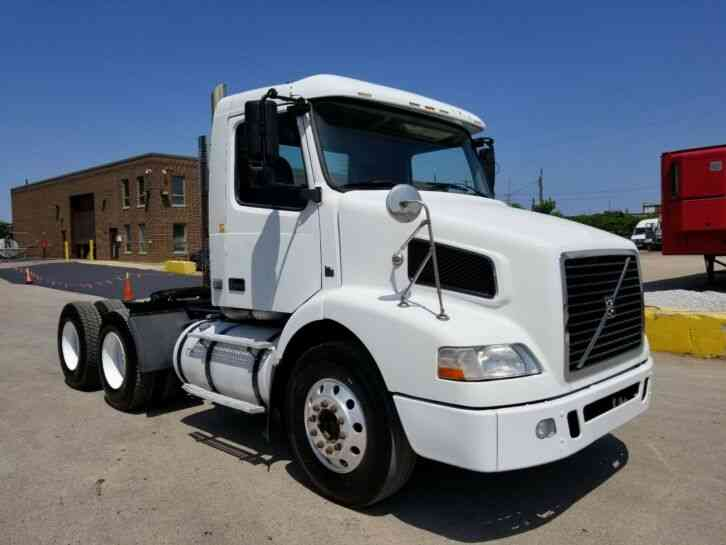Volvo Day Cab 550K Miles 10 Speed VNL64 One Owner Great Runner Delivery Available (2009)