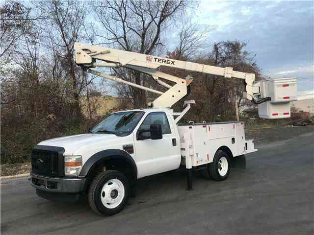 Ford F-550 Bucket Truck 43ft XL 4X4 43ft HiRanger DRW (2010)