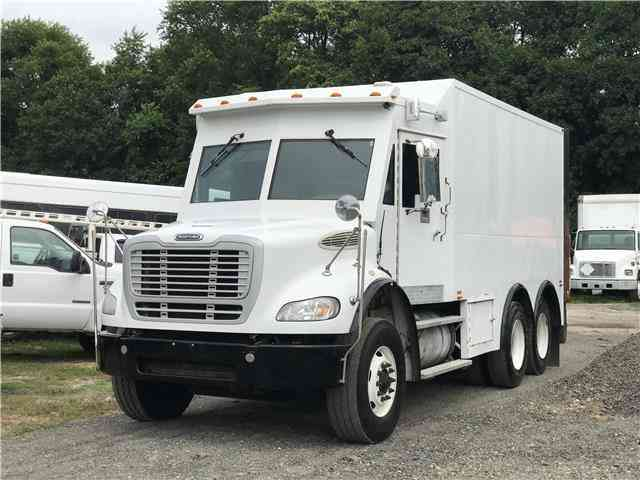 Freightliner M2 112 ARMORED TRUCK -- (2010)
