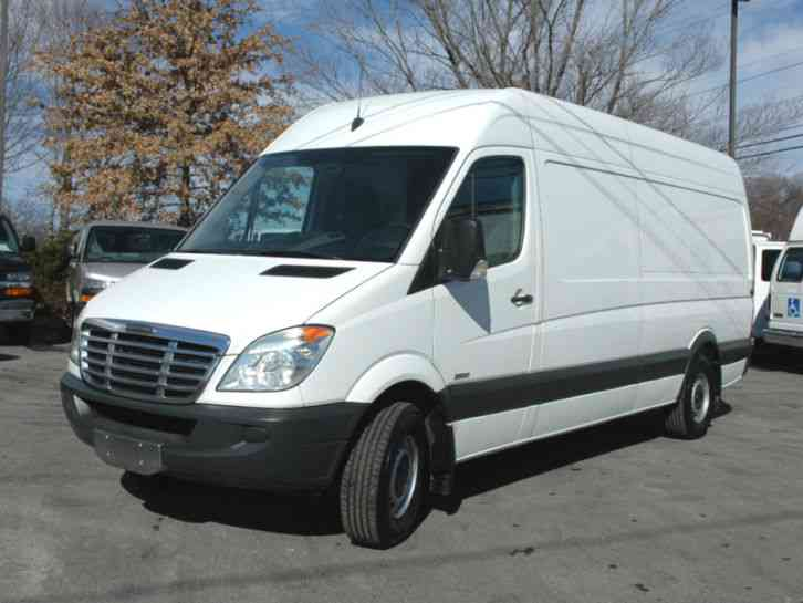 Freightliner sprinter cargo 170 wheel base 2010 van for Freightliner mercedes benz