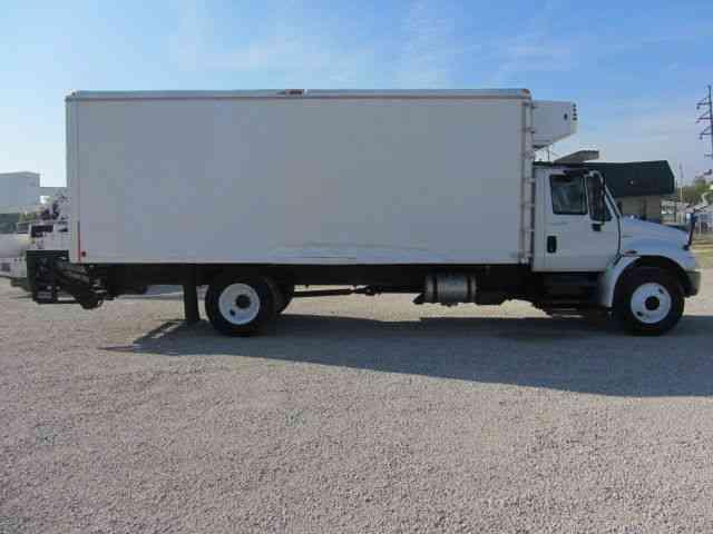 International 4300 2010 Van Box Trucks