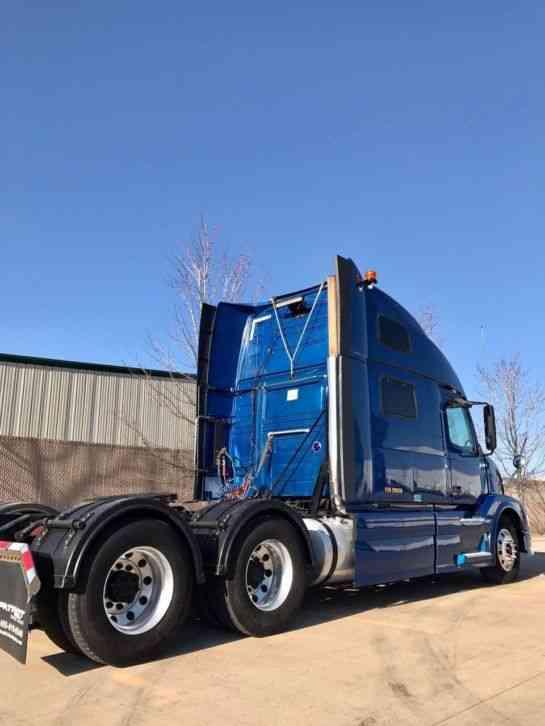 Volvo VNL 780 (2010) : Sleeper Semi Trucks