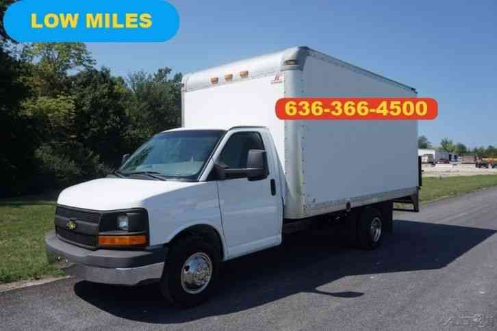 Chevrolet Express 3500 15FT Box Liftgate (2011)