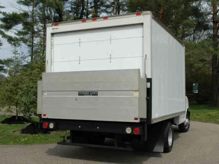 Chevrolet Cutaway 12 Ft Box Lift 2011 Van Box Trucks