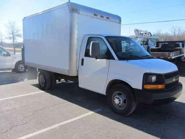 Chevrolet G3500 2011 Van Box Trucks