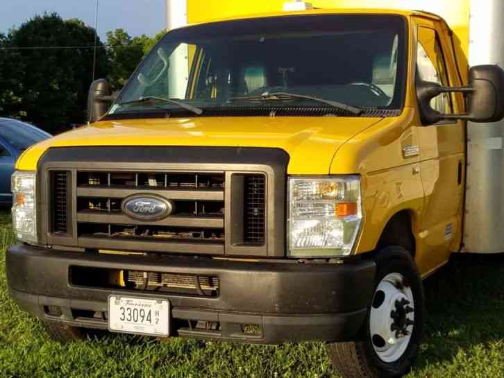 Ford E350 Cube Truck (2011)