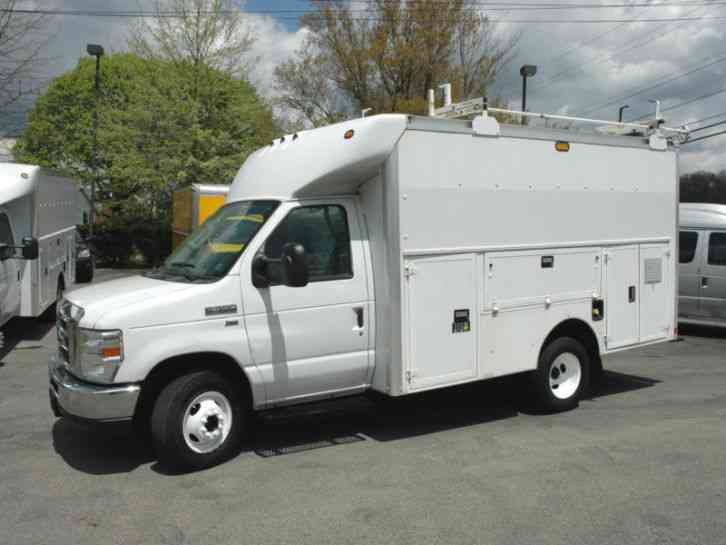 Ford E350 ENCLOSED UTILITY VAN (2011)