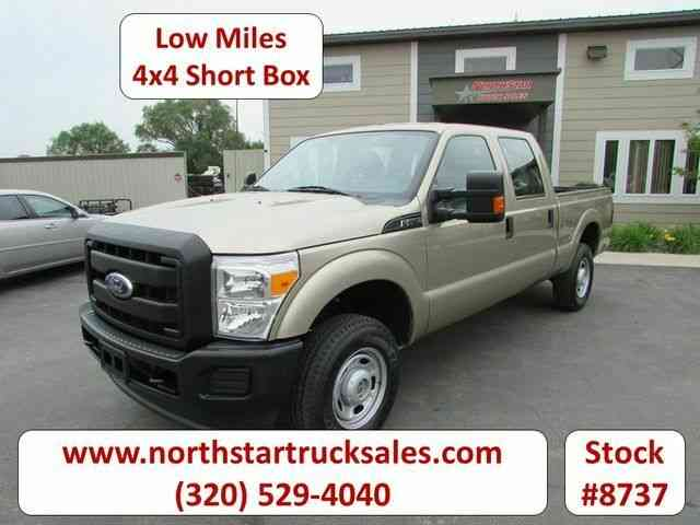 Ford F-250 4x4 Crew-Cab Short Box Pickup -- (2011)