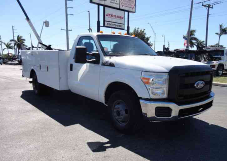 Ford F350 4X2 V8 GAS. . 12FT UTILITY TRUCK BED. . (2011)