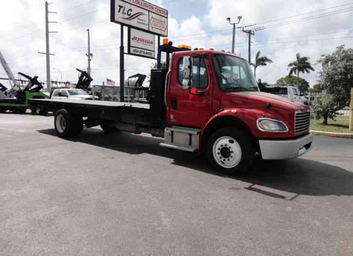 Freightliner BUSINESS CLASS M2 106 AIR BRAKES. AIR SUSPENSION. . 22FT FLATBED. . (2011)