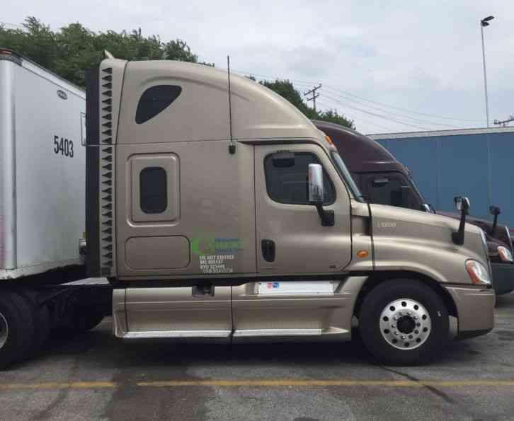 Freightliner 2011 Sleeper Semi Trucks