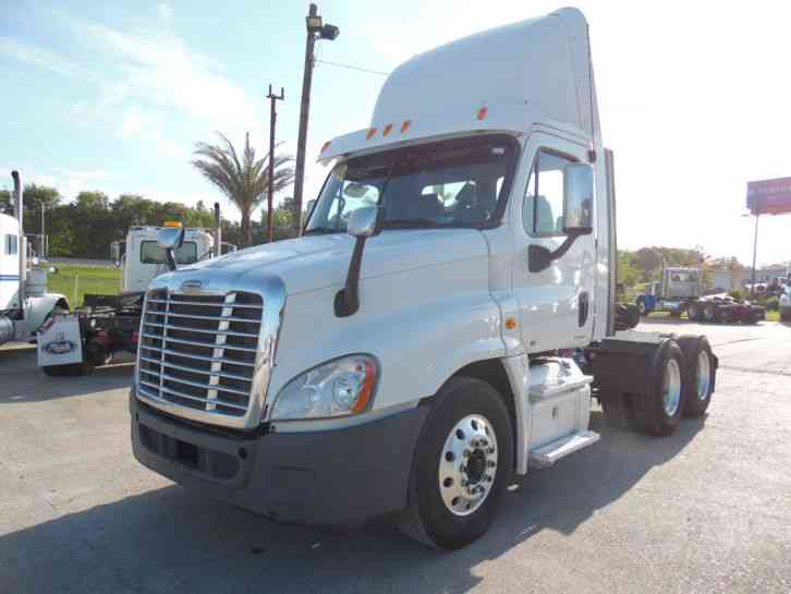 Freightliner Century (2009) : Daycab Semi Trucks