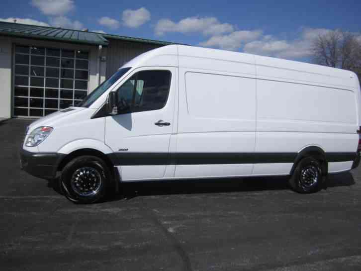 Freightliner sprinter 2500 high roof cargo 2011 van for Mercedes benz 2500 cargo van