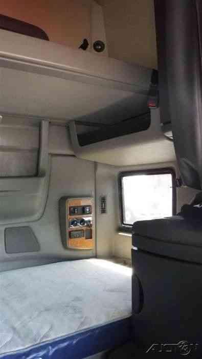 International Prostar (2011) : Sleeper Semi Trucks
