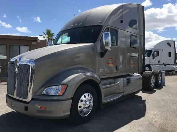 Kenworth T700 (2011) : Sleeper Semi Trucks