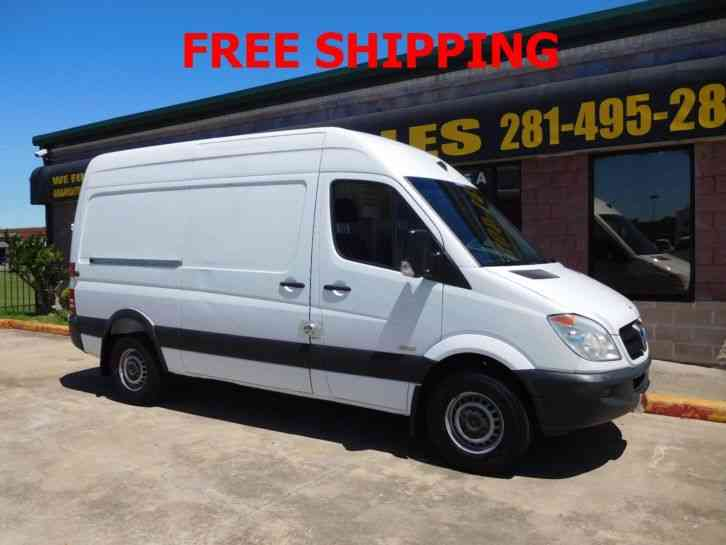Mercedes benz sprinter 2500 van 2011 van box trucks for Mercedes benz sprinter service