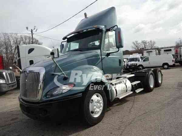 NAVISTAR INTERNATIONAL PRO LF627 PREM -- (2011)