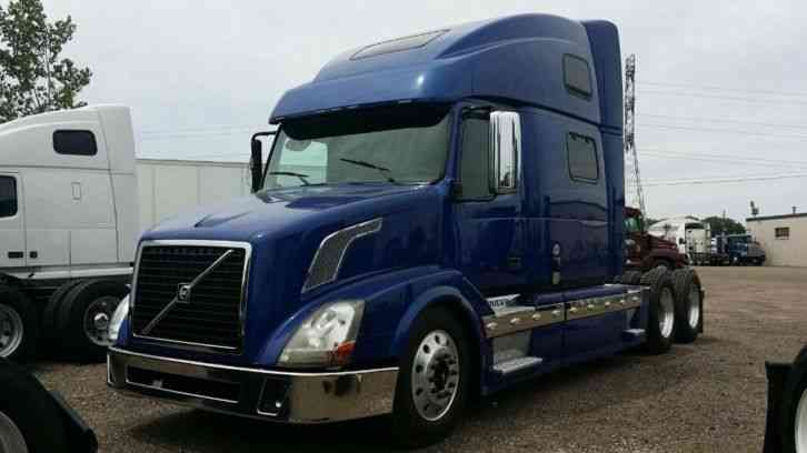 Volvo 780 2011 Sleeper Semi Trucks