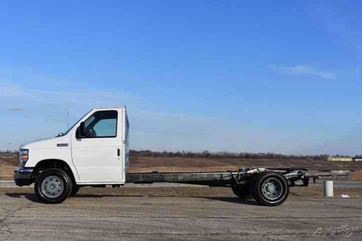 Ford E-450 Super Duty Cutaway Cab and Chassis (2012) : Van ...