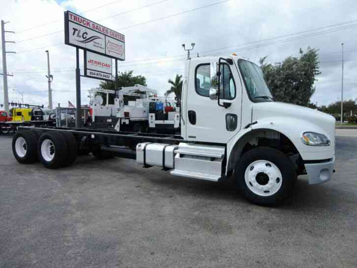 Freightliner BUSINESS CLASS M2 52, 000LB GVWR TANDEM AXLE CHASSIS. . (2012)