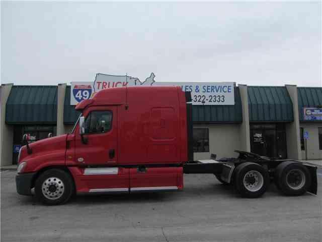 Freightliner Cascadia -- (2012) : Sleeper Semi Trucks