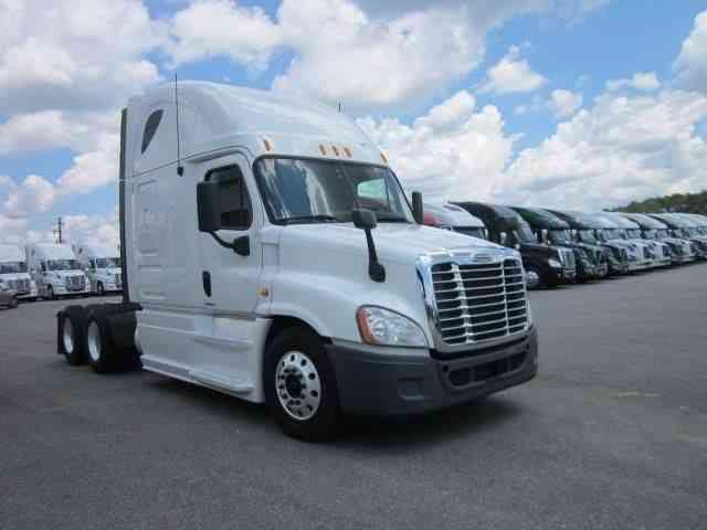 Freightliner Cascadia (2012) : Sleeper Semi Trucks