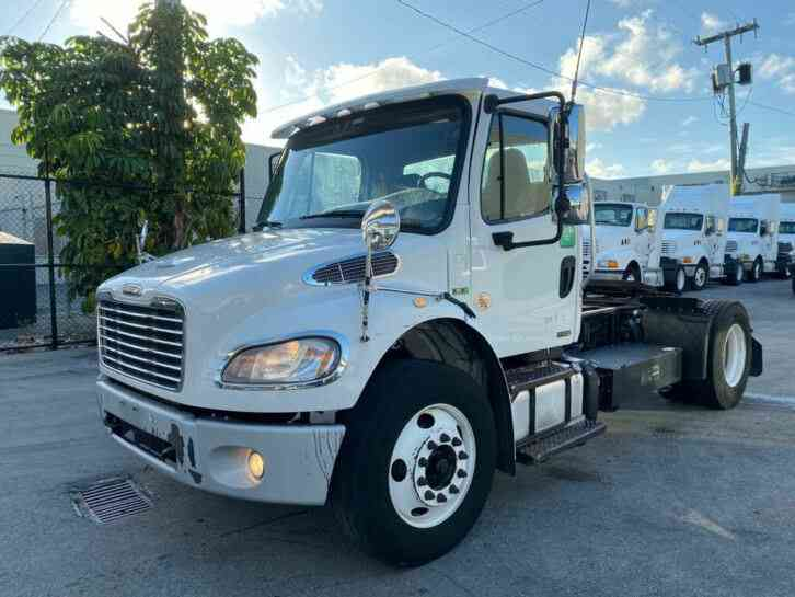 Freightliner M2 106 S/A Day Cab (2011)