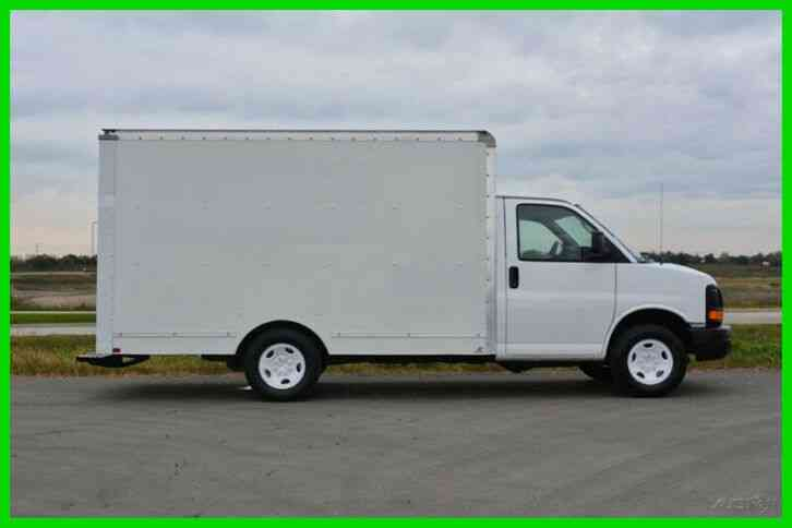 GMC 3500 12ft Box Truck (2012)