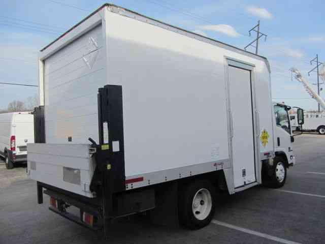 Isuzu Nqr 2012 Van Box Trucks