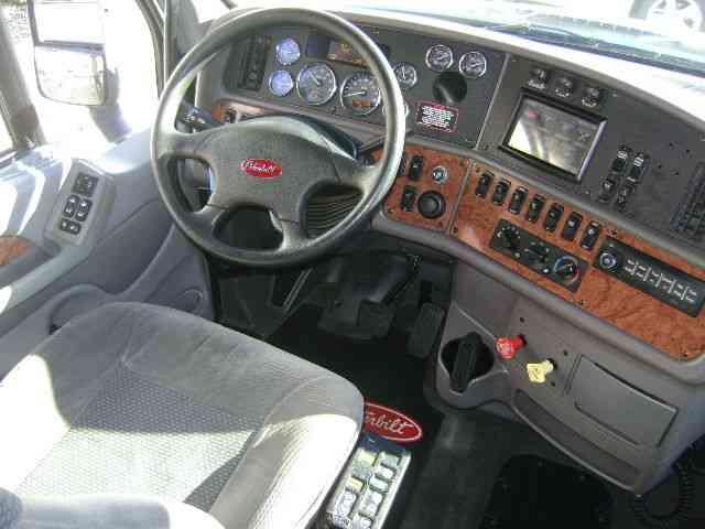 Peterbilt 587 (2012) : Sleeper Semi Trucks