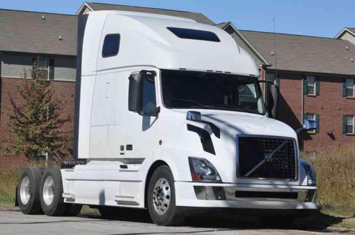 Volvo 670 (2012) : Sleeper Semi Trucks