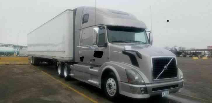 Volvo 2012 Sleeper Semi Trucks
