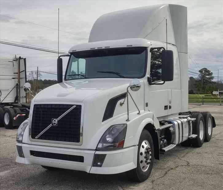 Volvo 780 Trucks For Sale: Volvo VNL (2007) : Sleeper Semi Trucks