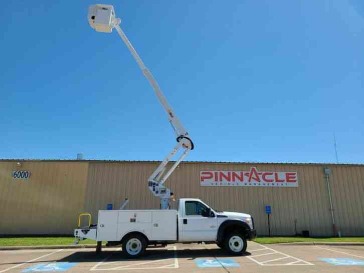 Ford F-550 TELESCOPING AND ARTICULATING BUCKET TRUCK (2012)